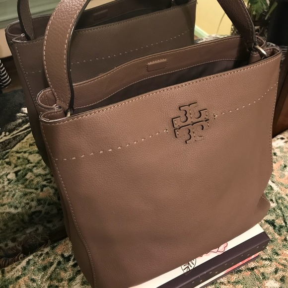 0b34c486d2d15 🐇EASTERSALE🐣Tory Burch silver maple mcgraw hobo.  M 5abe8b9605f43054cd413d96